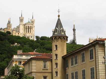 3 丘の上にある教会 全景はここからの眺め.jpg