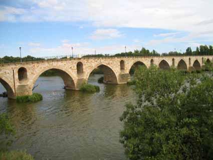 6サモーラを流れる川.jpg