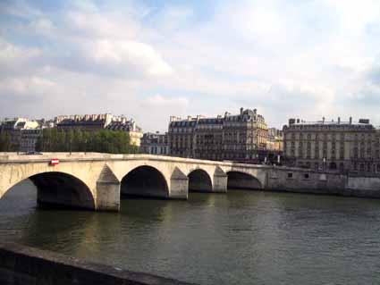 8 この橋を通って通学したローヌ川(リヨン).jpg